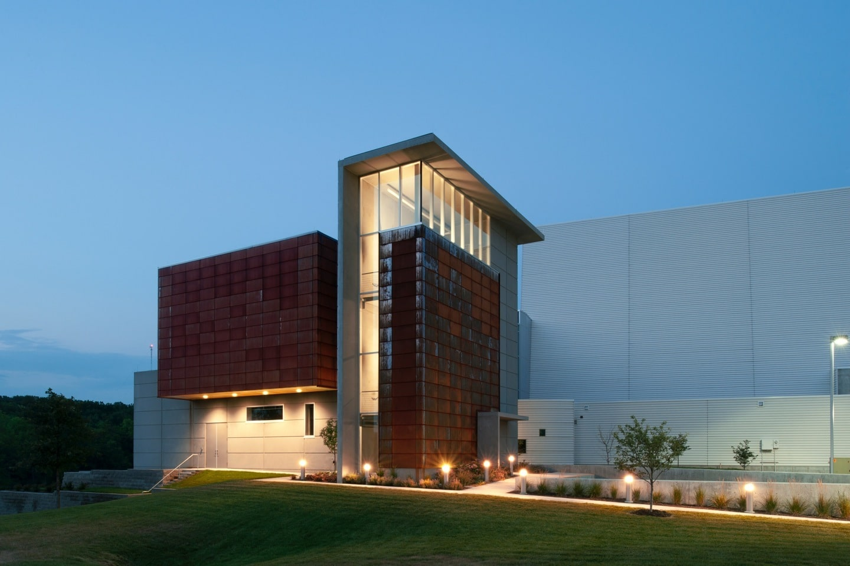 Iwcc Dri Design Weathering Steel Panels Provide Dramatic